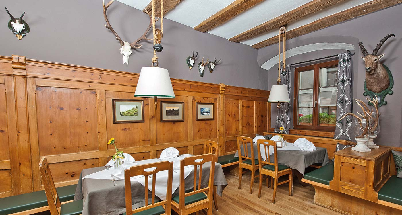Restaurant Weisses Rössl - Authentic Tyrolean culinary culture right in the middle of Innsbruck
